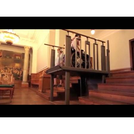 Escaleras convertibles en plataforma entorno accesible for Silla convertible en escalera