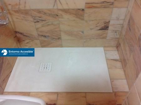 Cambio de ba era por ducha entorno accesible granada for Duchas planas