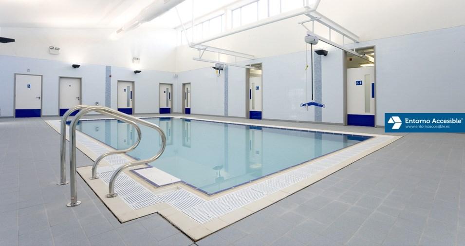 Hidroterapia. Piscina terapéutica accesible