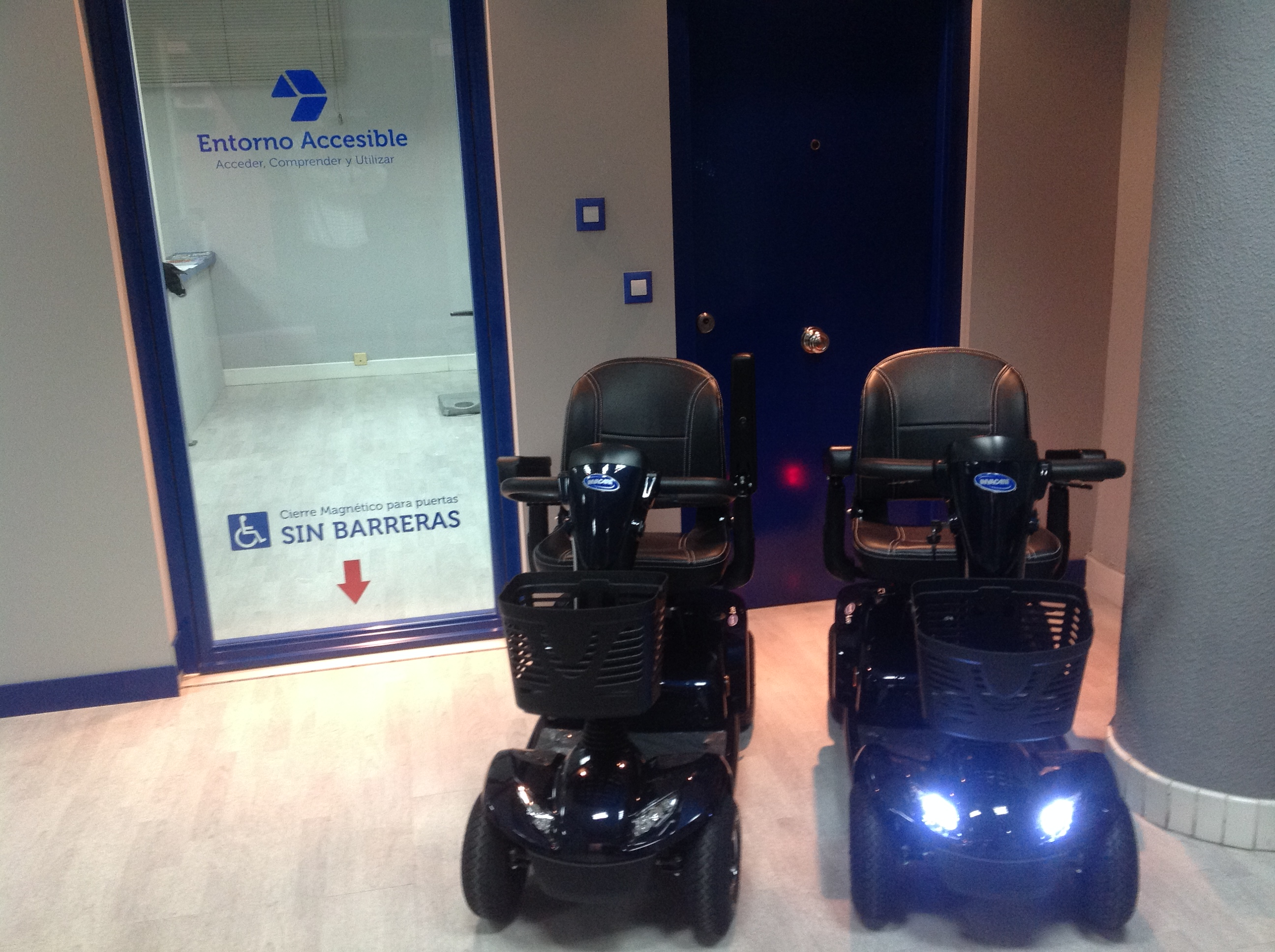 Alquiler de scooters electricos para minusv lidos for Escaleras de piscinas para personas mayores